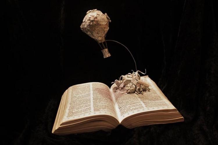 Przepiękne rzeźby z książek.