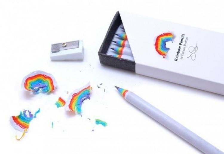 Tęczowe ołówki.