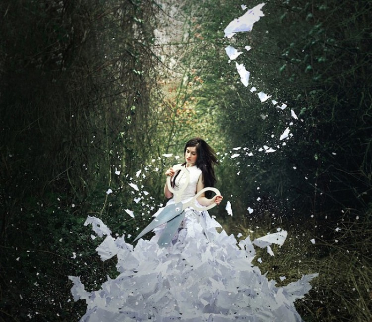 Sukienka z papieru. Katharina Jung.