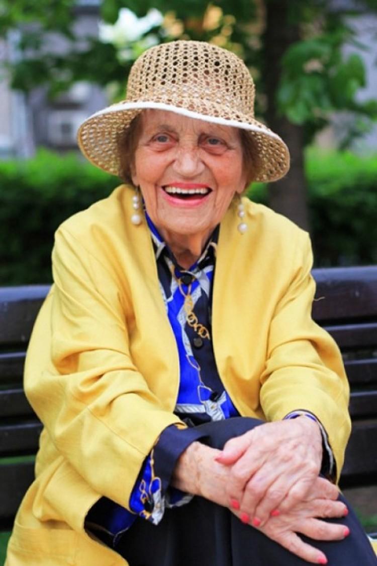 Uśmiech przedłuża życie. Kolorowa Dagmara A. 97 lat. Moskwa.