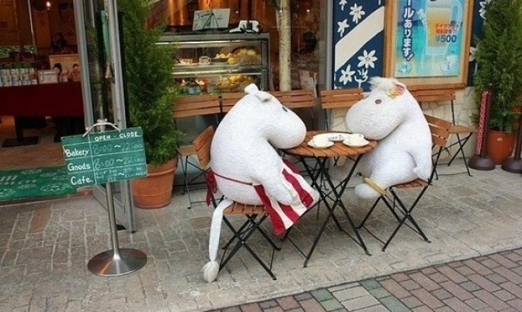 Tokio ma teraz kawiarnię, gdzie można zjeść obiad w towarzystwie Muminka i jego przyjaciół.