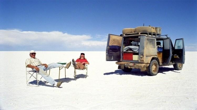 Para z Niemiec Gunther Holtorf i Christine przez 26 lat podróżowali i przejechali  885.139 mil przez 177 krajów swoim samochodem.