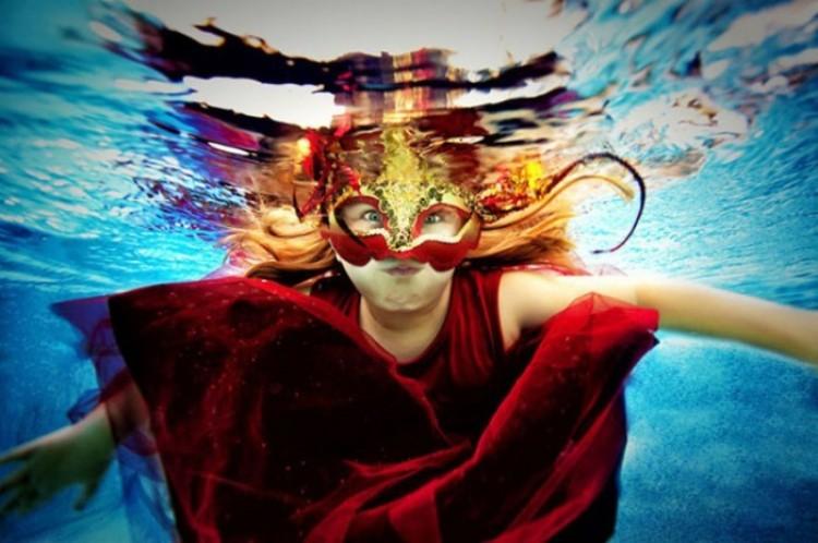 Maska. Adam Opris.