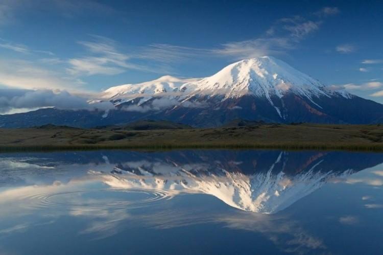 Lustro giganta. Tołbaczik wulkan, Kamczatka.