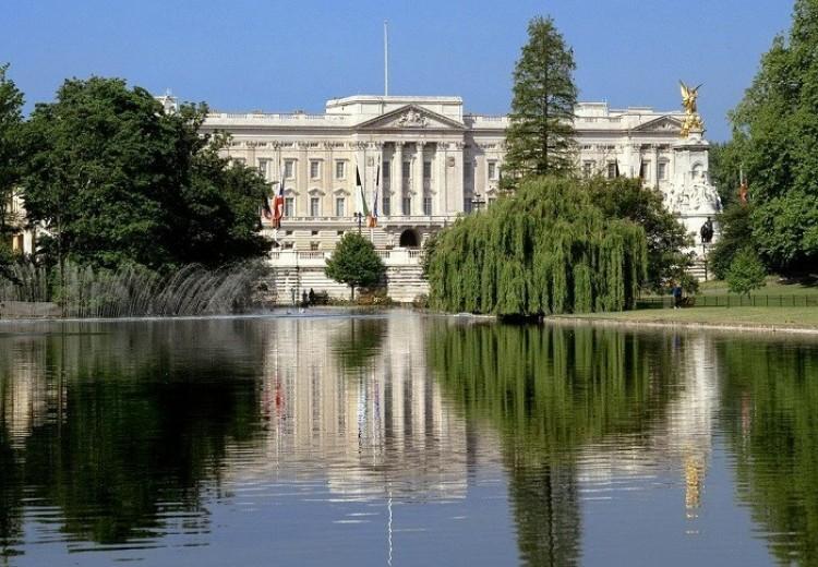Miejsce zamieszkania i siedziba brytyjskiej korony.