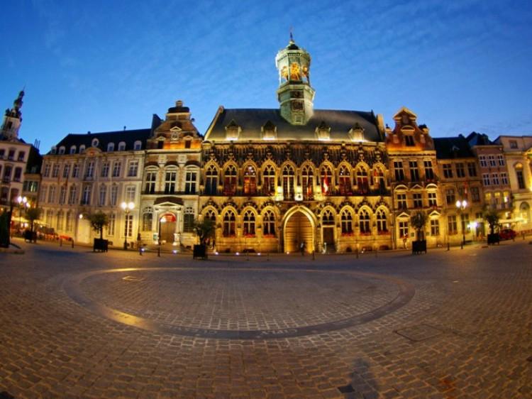 Mons. Belgia.