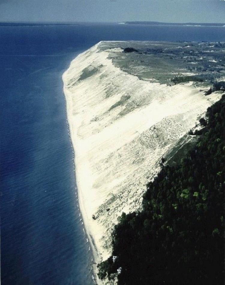 Wydmy śpiącego niedźwiedzia (Sleeping Bear Dunes). Michigan. Stany Zjednoczone