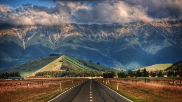 Droga prowadząca do gór.