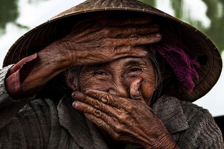 Uśmiechnij się i pomachaj: wspaniałe portrety mieszkańców jednego z najszczęśliwszych krajów na świecie.