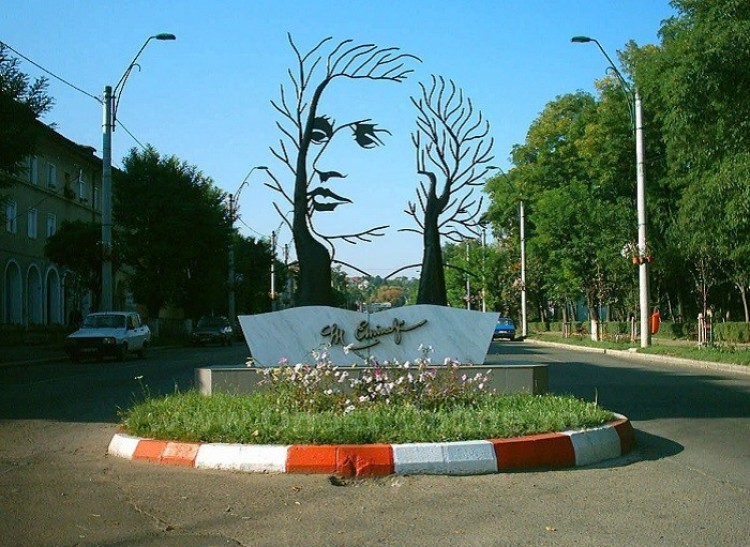 Pomnik Mihai Eminescu, Onesti, Rumunia