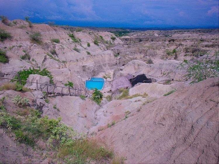 Basen w środku pustyni Tatakoa