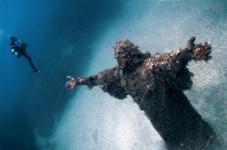 Chrystus z otchłani, zatoka San Fruttuoso, Włochy