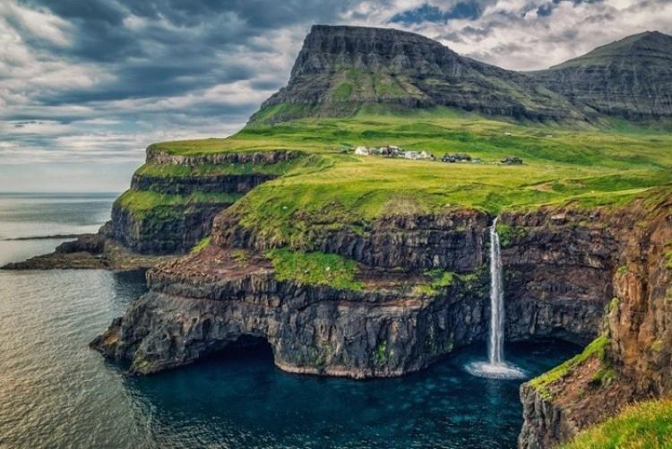 Wioska Gásadalur, Feroe, Wyspy Faroe.