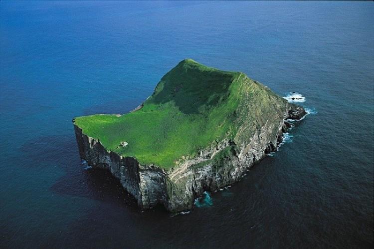 Dom na wyspie Ellida, Islandia.