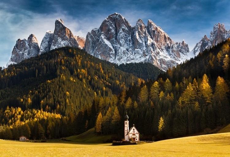 Kaplica św Jana w Dolomitach, Włochy.