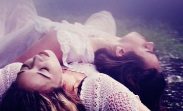 Świat snów, marzeń i iluzji, balansujący na granicy realności.