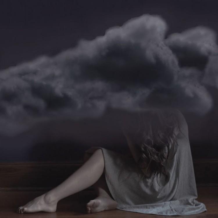 Od stóp do głów - w duszącym użalaniu się nad sobą.