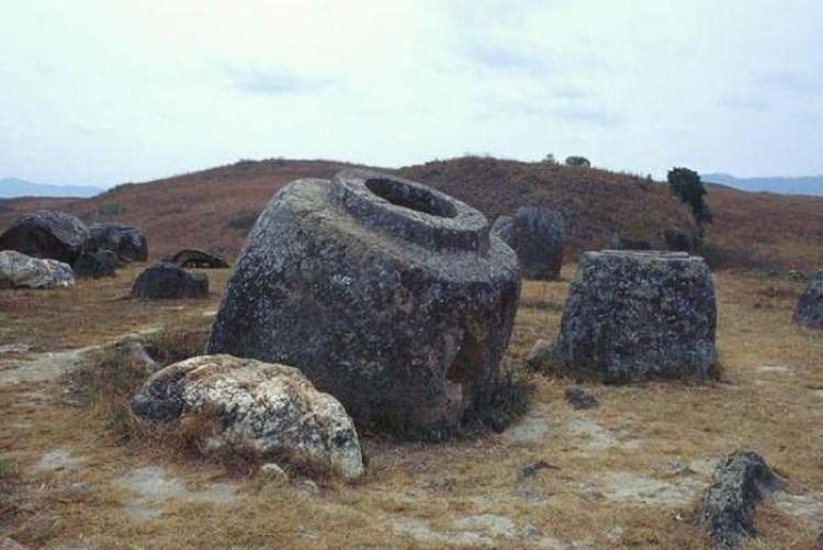 Zagadka Laosa: tysiącletnie olbrzymie dzbany. Jakie było ich przeznaczenie?