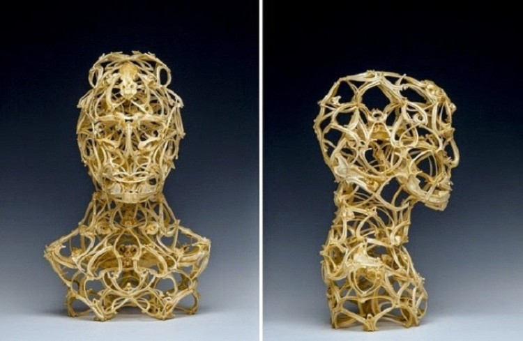Życie w powłoce śmierci: egzystencjalne rzeźby z kości.