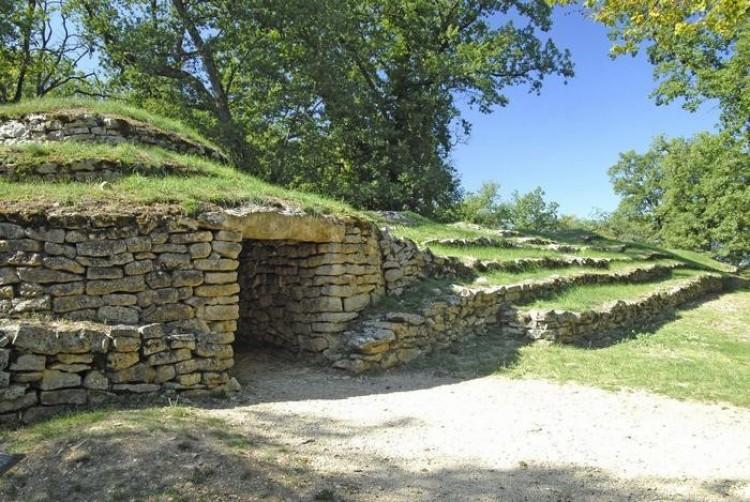 Necropolis of Bougon (4700 pne)