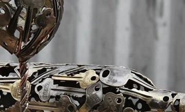 Nowe życie zbędnych przedmiotów: elementy dekoracyjne, wyczarowane ze starych kluczy.