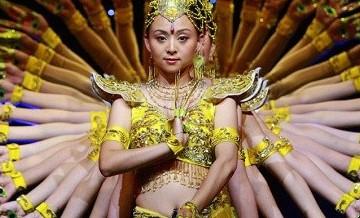 Masowe synchroniczne występy, albo jak to robią w Chinach.