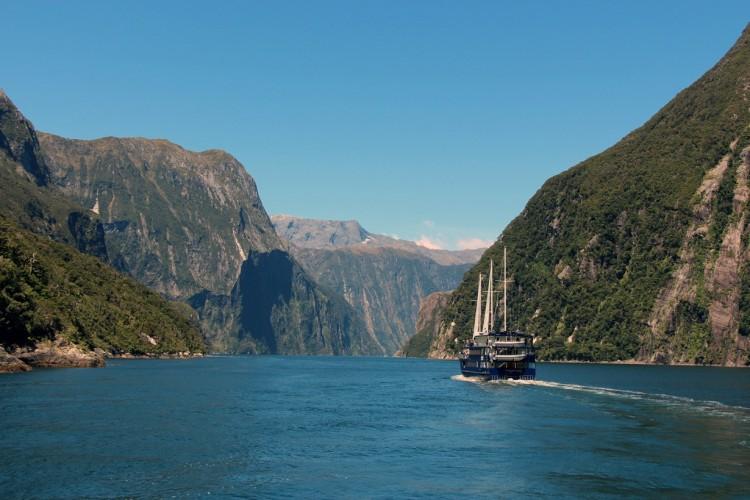 Nowa Zelandia. Wyspa Południowa. Fiord Milford Sound. (karlnorling)
