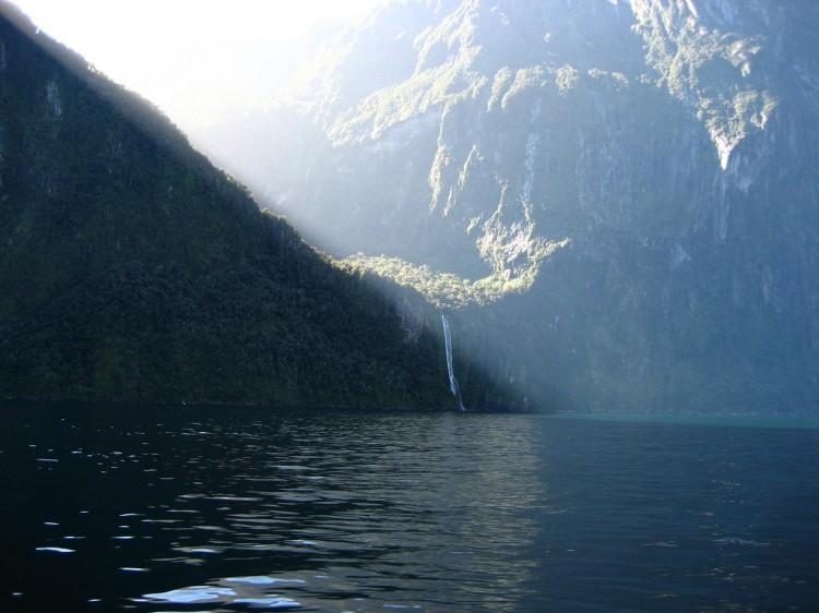 Nowa Zelandia. Wyspa Południowa. Fiord Milford Sound. (Tomas)