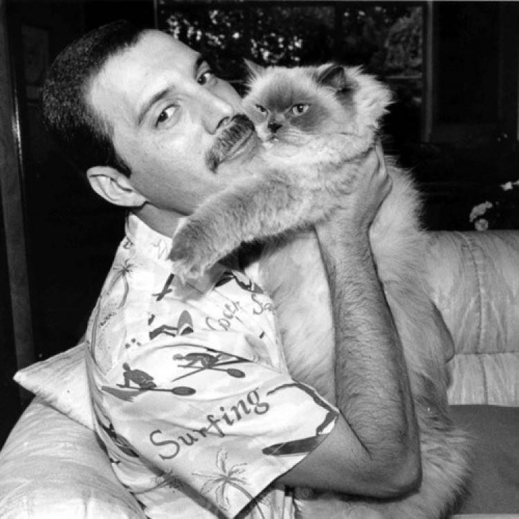 Freddie Mercury ze swoim pupilem