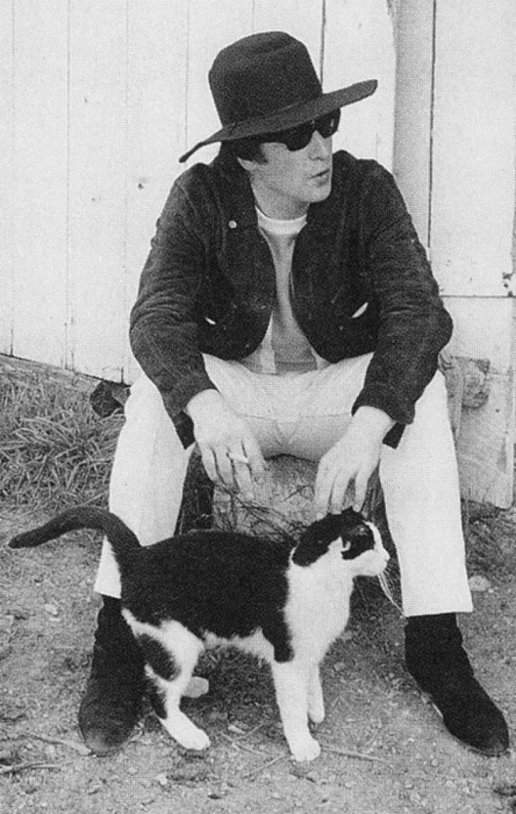 John Lennon i kot