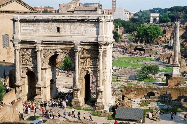 Łuk Septymiusza Sewera w Rzymie. Włochy