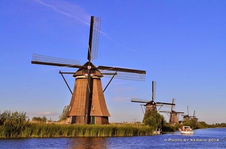 Stare wiatraki w Kinderdijk w Holandii.