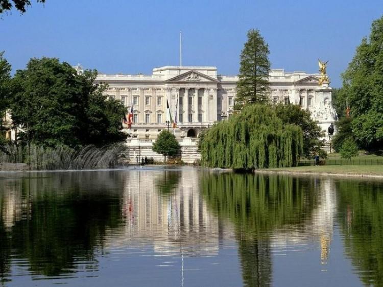 Mit: Królowa mieszka w Pałacu Buckingham