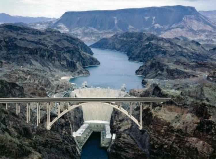 Mit: Hoover Dam jest pełen szczątków ludzkich