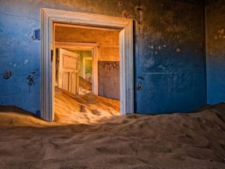 Miasteczko Kolmanskop na pustyni w Namibii