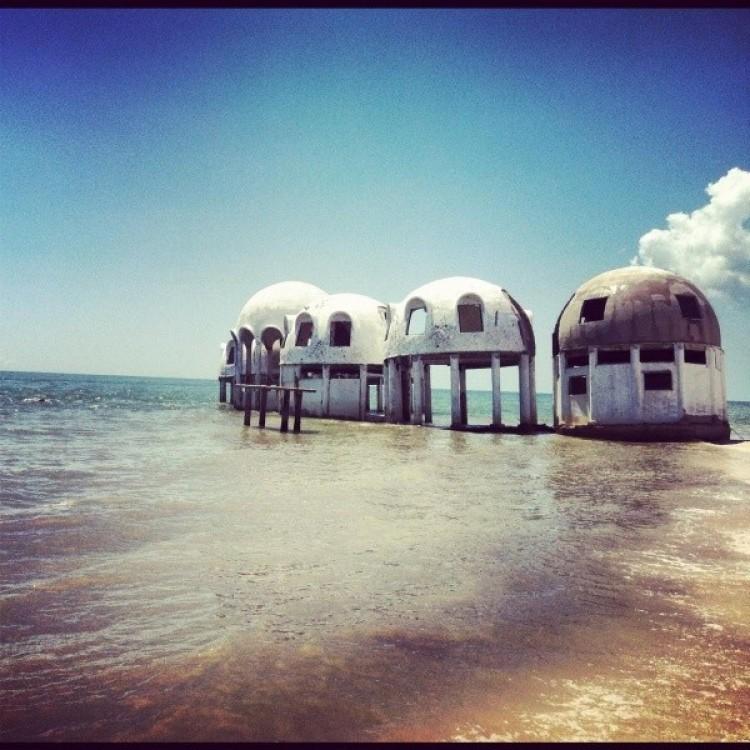 Opuszczony domy kopułopodobne w Południowej Florydy