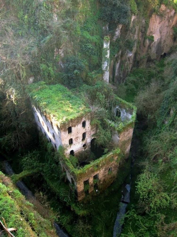 Opuszczony młyn 1866 w Sorrento, Włochy