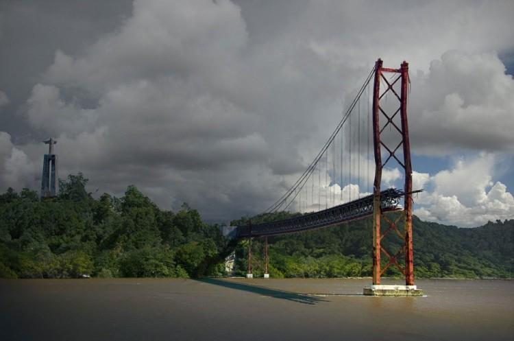 Most 25 kwietnia w Lizbonie, Portugalia