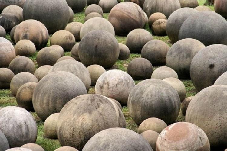Olbrzymie kamienne kule z Kostaryki