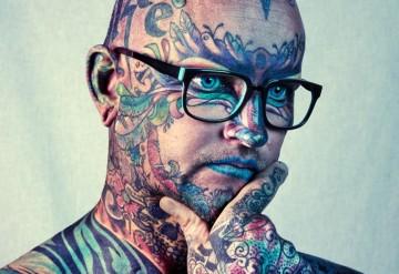 Tatuarz na głowie...i twarzy.