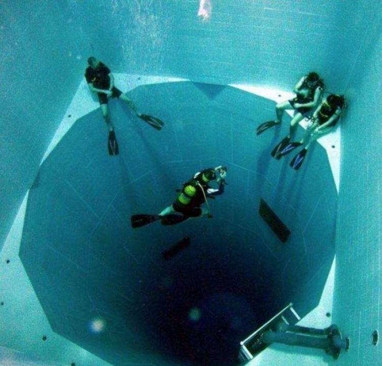 Najgłębszych na świecie (34,5 m), basen