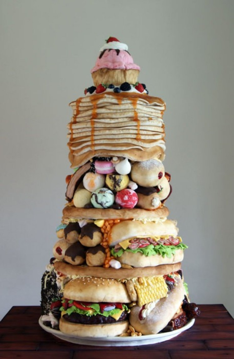 Niewyobrażalnie ogromny tort.