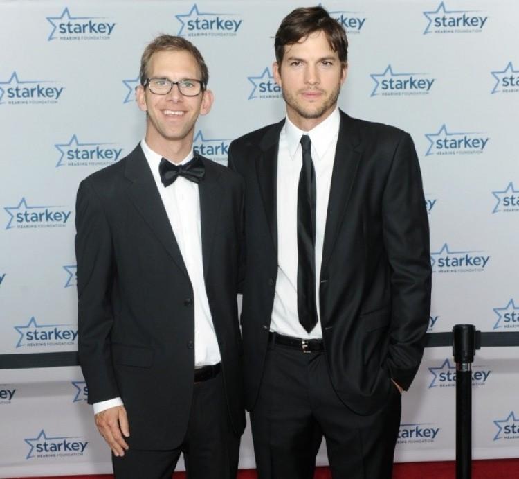 Michael Kutcher, brat Ashtona Kutchera