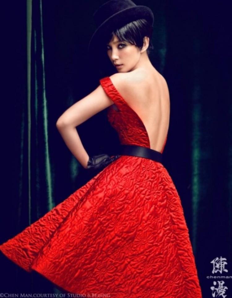 Dziewczyna w czerwieni.