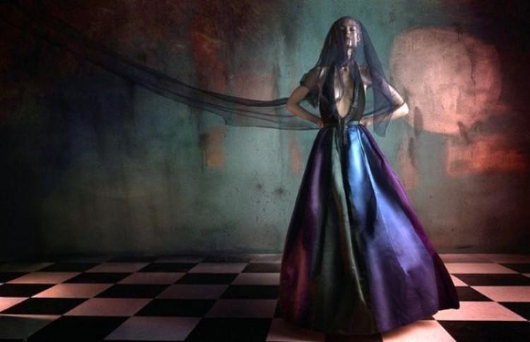 Estetyka piękna: kolorowa seria modnych zdjęć portretowych.