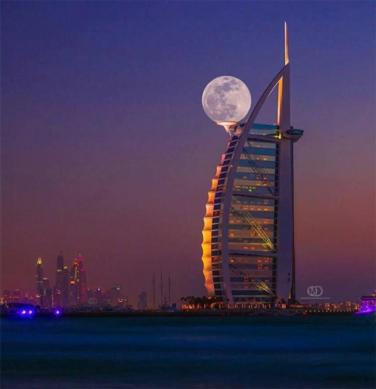 Superksiężyc w Dubaju.