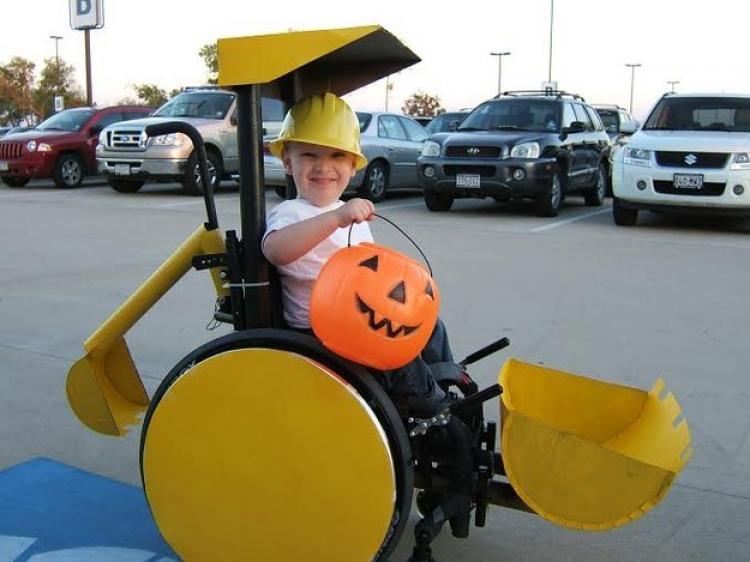 Pierwszy kostium halloweenowy Caleba. Miał wtedy 3 latka.