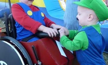 Halloweenowe kostiumy nie zawsze są  tylko zabawne lub przerażające.