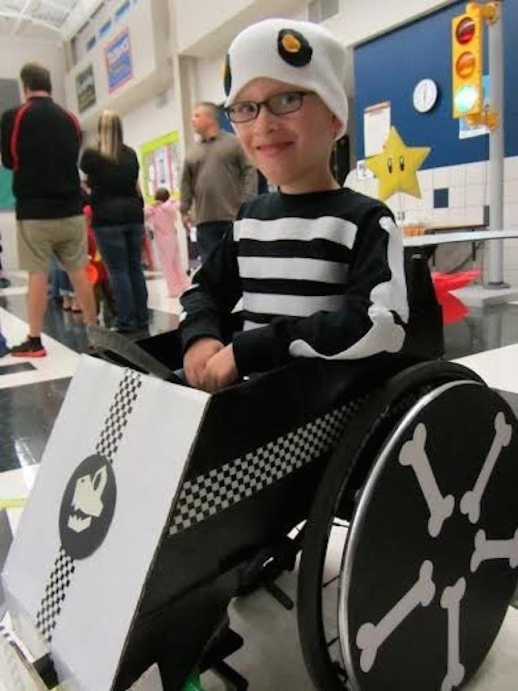 W ubiegłym roku Caleb wystąpił w kostiumie kierowcy Truposza.