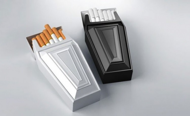 Paczka papierosów z antyreklamą siebie samej.